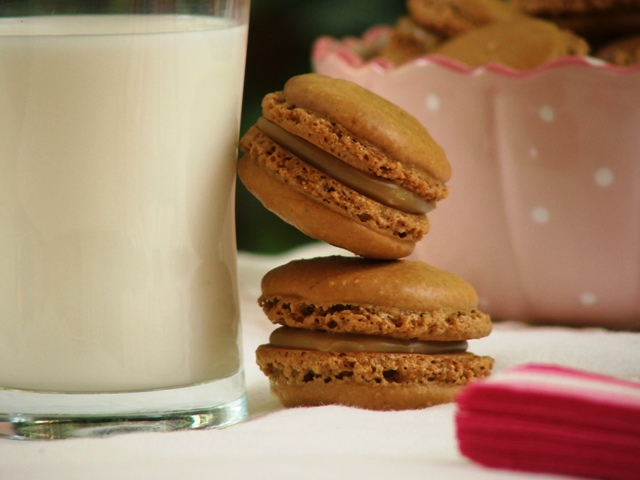 עוגיות מקרון קפה ושוקולד לבן3