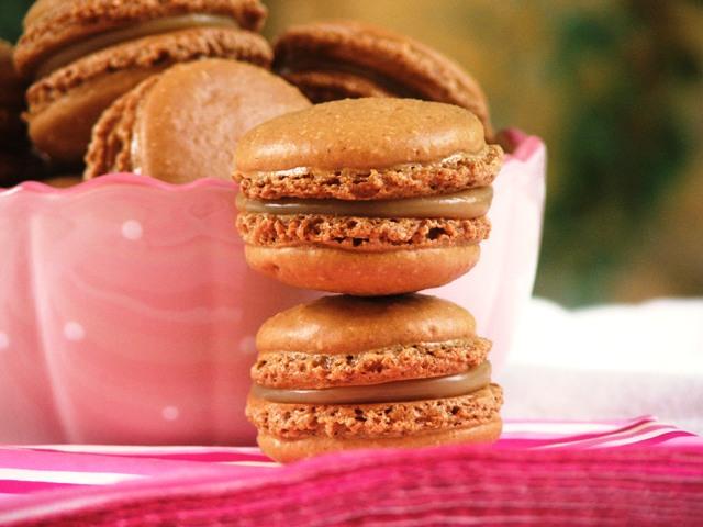 עוגיות מקרון קפה ושוקולד לבן1