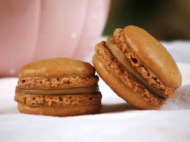 עוגיות מקרון קפה ושוקולד לבן2