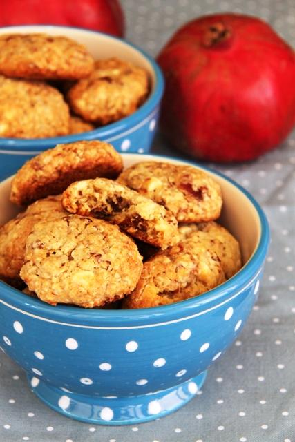 עוגיות שיבולת שועל, שוקולד לבן, תמרים ופקאן