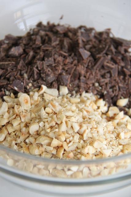 עוגת שוקולד ומרנג אגוזי לוז9