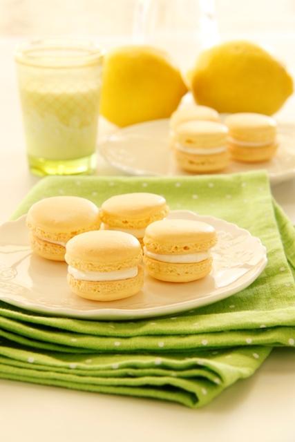 עוגיות מקרון לימון וקרם שמנת
