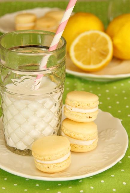 עוגיות מקרון בטעם לימון וקרם שמנת11