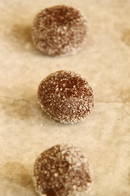 עוגיות שוקולד עם הפתעת חמאת בוטנים10
