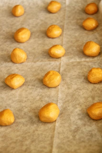 עוגיות שוקולד עם הפתעת חמאת בוטנים3