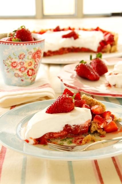 פאי תותים וקצפת כשר לפסח
