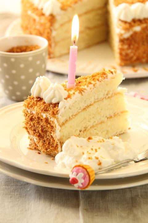 עוגת קוקוס חגיגית (כי יש לי יום הולדת!)