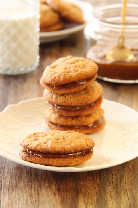 עוגיות סנדוויץ' ריבת חלב