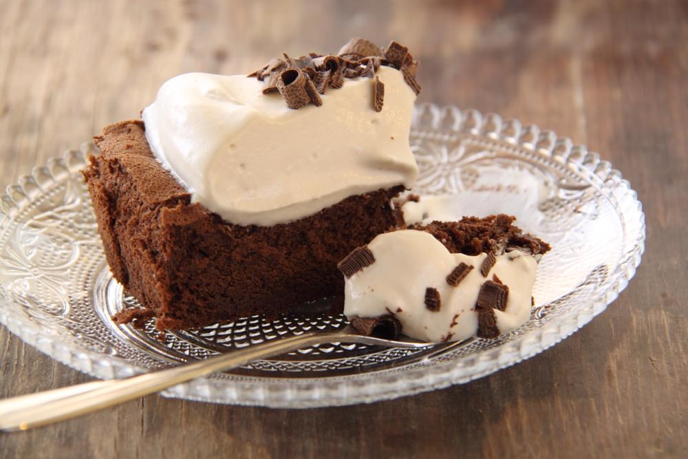 עוגת שוקולד ללא קמח ועם קרם קפה