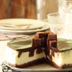 עוגת גבינה עם קוביות בראוניז שוקולד