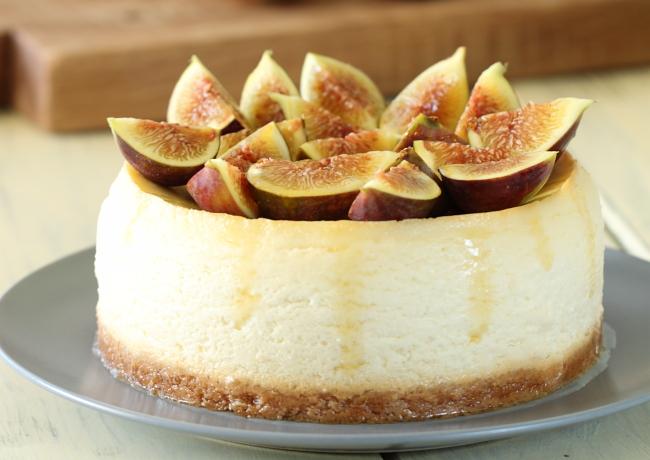 עוגת גבינה ריקוטה, תאנים ודבש