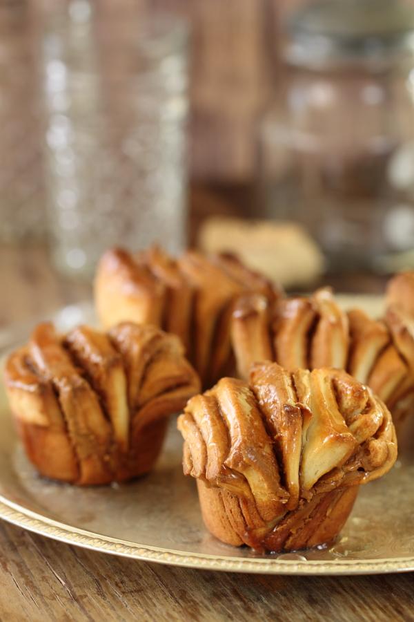 עוגות שמרים אישיות במלית לוטוס