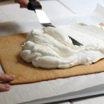עוגת גבינה ועוגיות ג'ינגר