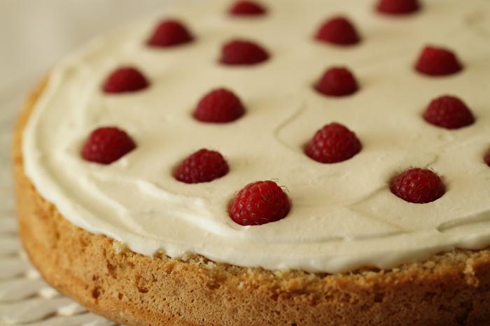 עוגת פטל מסקרפונה ופיסטוק