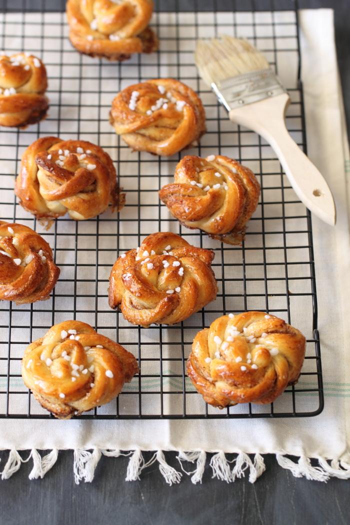 עוגות שמרים קינמון ודבש