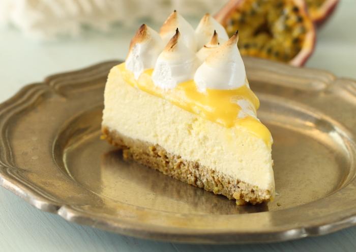 עוגת גבינה עם קרם פסיפלורה ומרנג מרשמלו