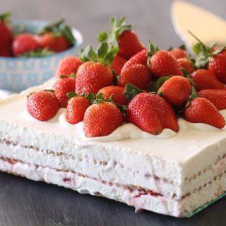 עוגת ביסקוויטים ותותים