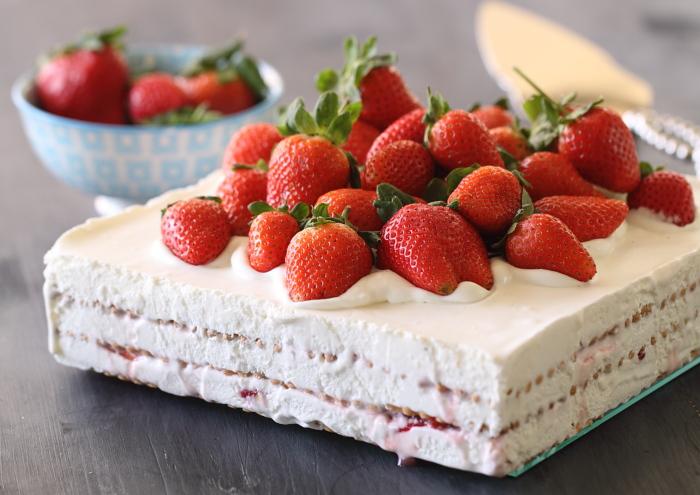 פרוייקט עוגות ביסקוויטים: עוגת ביסקוויטים, גבינה ותותים בסירופ
