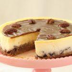עוגת גבינה פאי פקאן בציפוי ריבת חלב