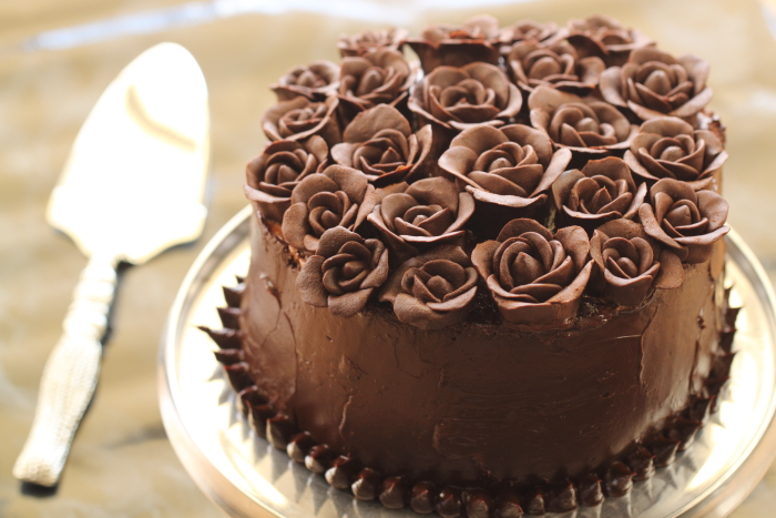 עוגת רולדת שוקולד ודובדבני אמרנה – עוגת יום הולדת 40 שלי!
