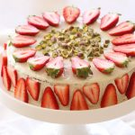 עוגת פיסטוק, שוקולד לבן ותותים לפסח