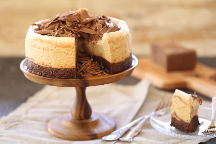 עוגת גבינה קפוצ'ינו, בראוני ושוקולד ג'נדויה