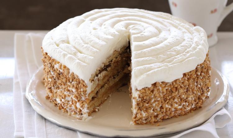 עוגת שכבות פטיסייר ונוטלה ללא קמח