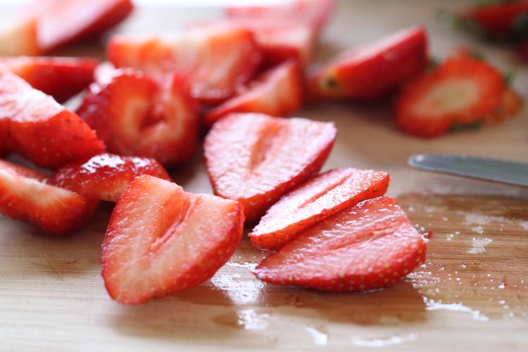 עוגת מרציפן תותים