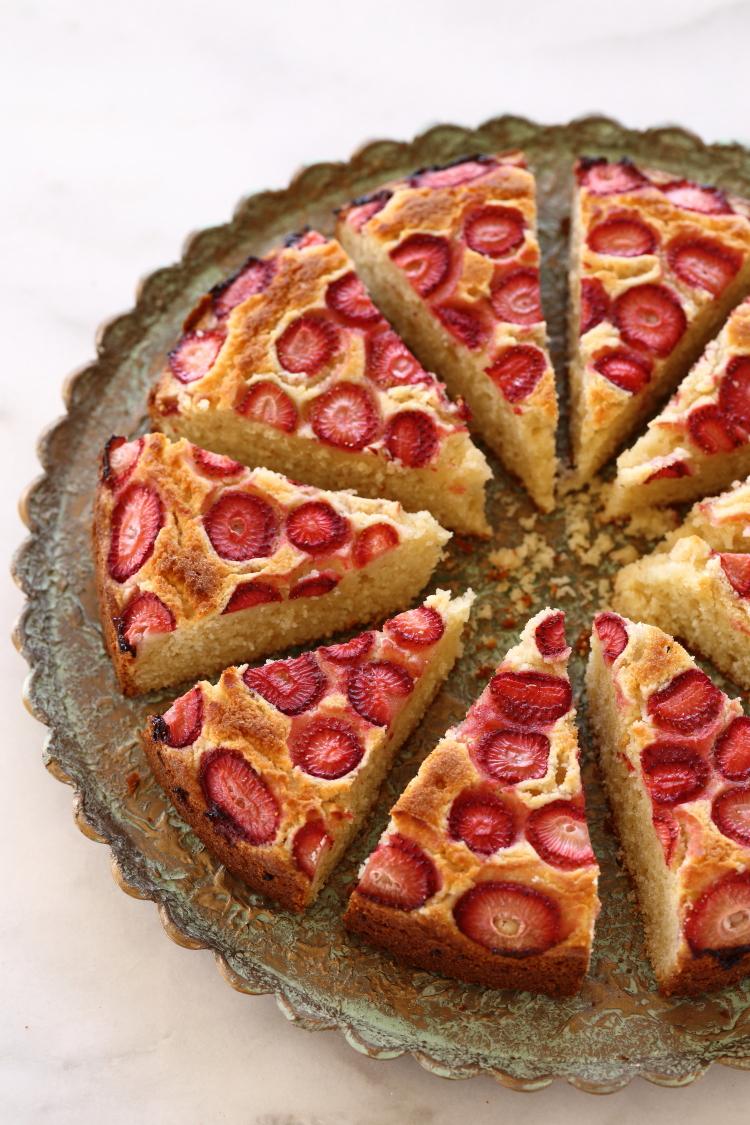 עוגת מרציפן ותותים