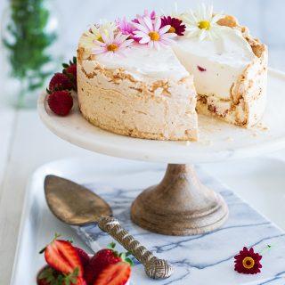 עוגת גלידה תות ומרנג