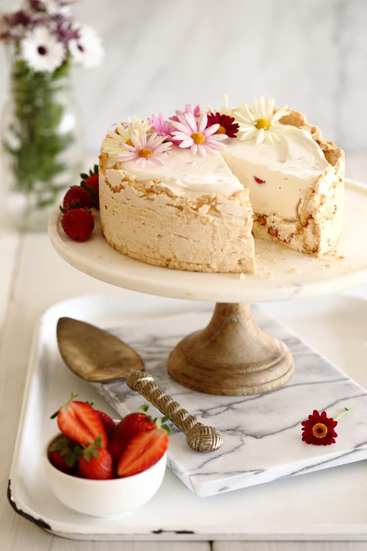 עוגת גלידה, תות ומרנג