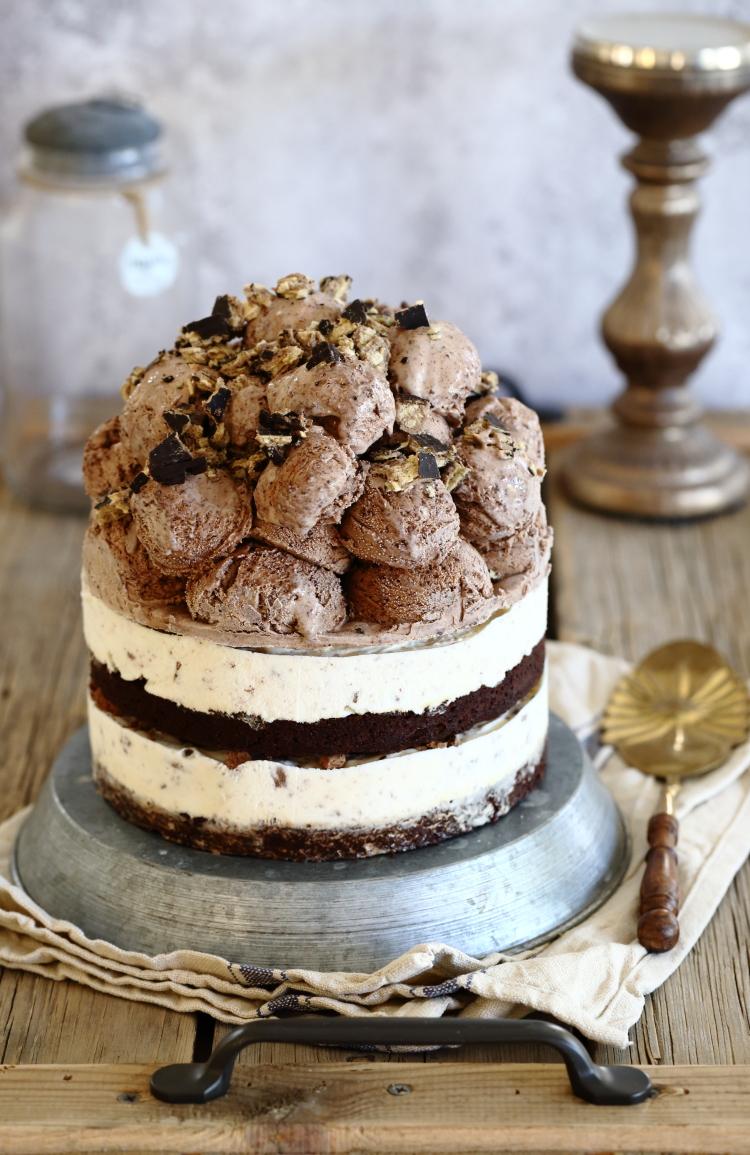עוגת גלידה ובראוני בטעם מקופלת וטורטית
