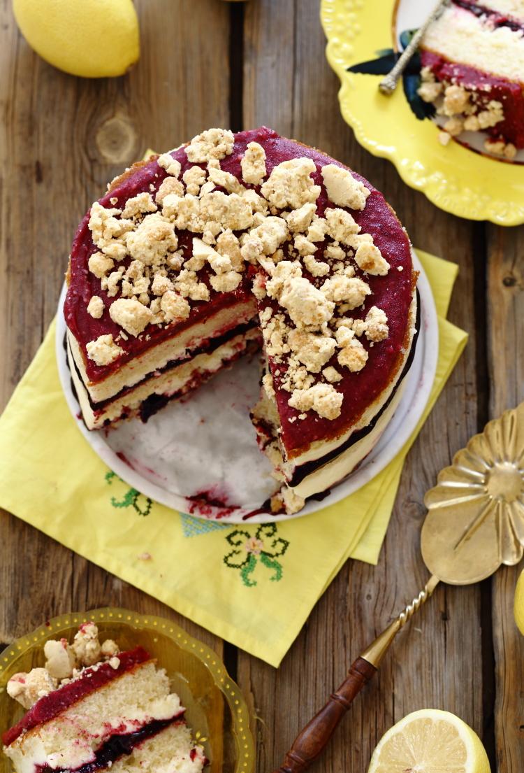 עוגת שכבות לימון גבינה ופירות יער