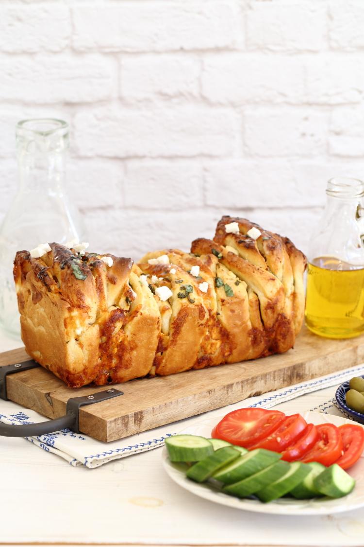 לחם שום, גבינת פטה ותבלינים