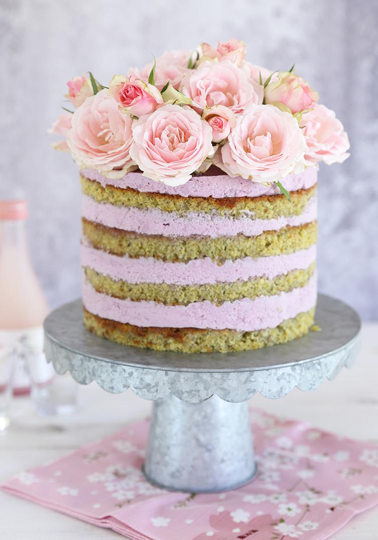 עוגת פיסטוק, שוקולד לבן ופירות יער – עוגת יום ההולדת שלי!