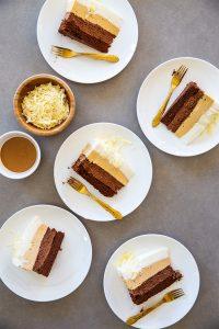 עוגת שכבות שוקולד וחמאת בוטנים