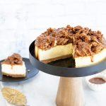 עוגת גבינה אפויה בזיגוג פקאנים מקורמלים