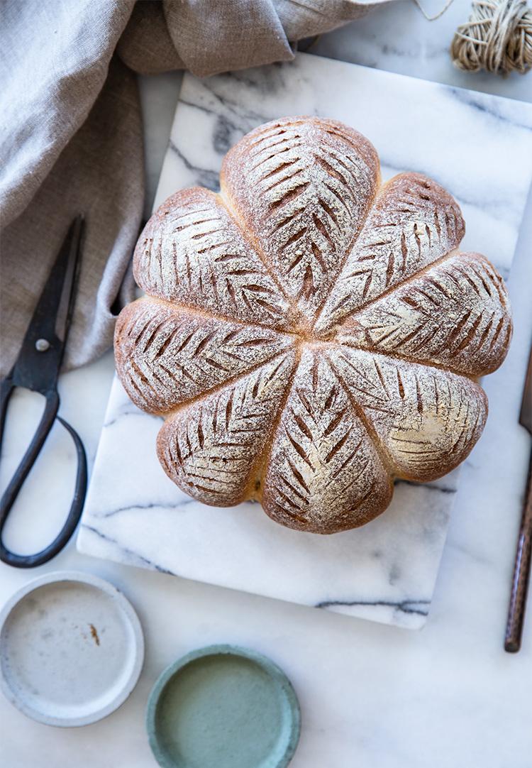לחם מלא בצורת דלעת
