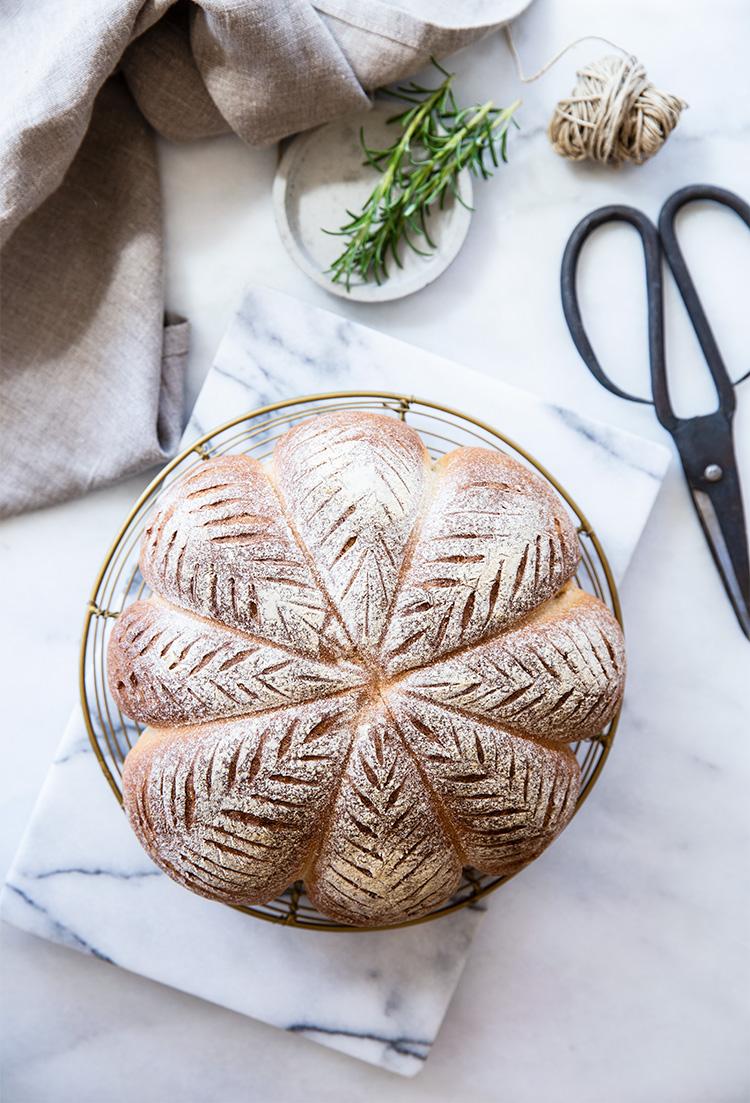 לחם מלא בעיצוב משגע