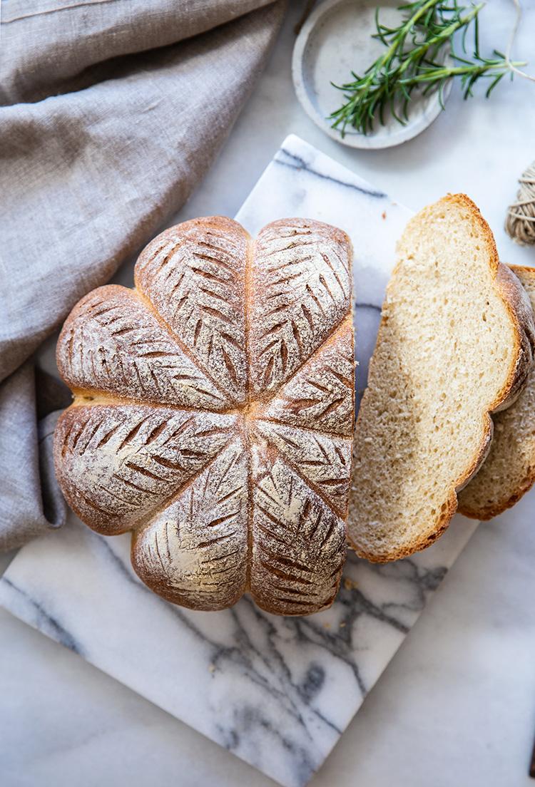 לחם מקמח מלא בצורת דלעת