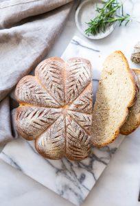 לחם מקמח מלא בעיצוב משגע