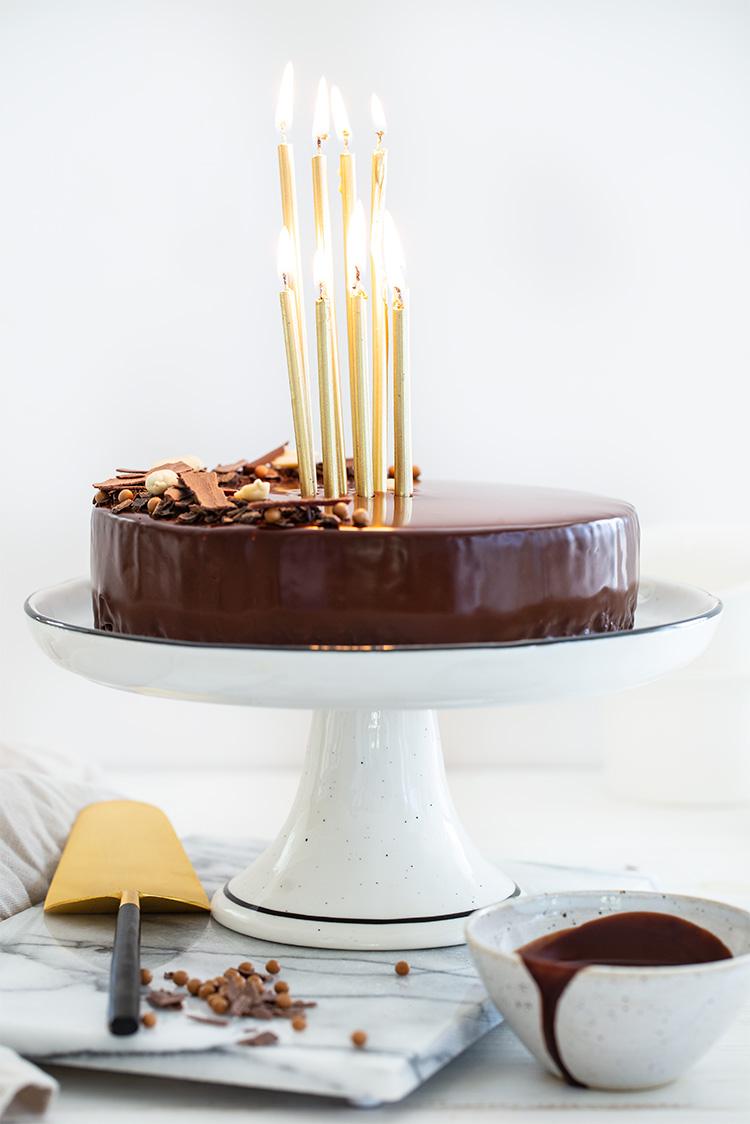 עוגת מוס חמאת בוטנים בציפוי שוקולד