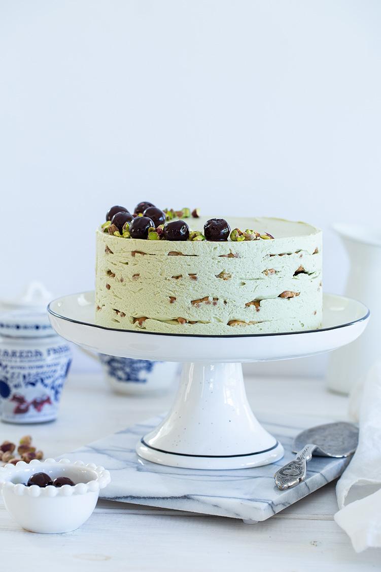 עוגת ביסקוויטים פיסטוק ודובדבני אמרנה