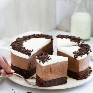 עוגת מוס שוקולד חגיגית ללא גלוטן שמכינים בקלות