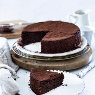עוגת אגוזי לוז ושוקולד ללא קמח רכה ואוורירית כמו ענן