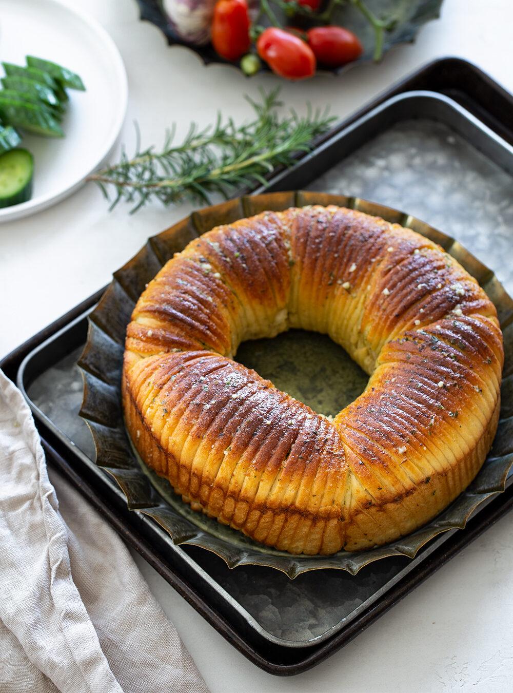 לחם צמר: מאפה שמרים בעיצוב מהמם במלית מלוחה או מתוקה
