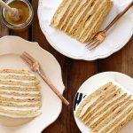 עוגת שכבות דבש ושמנת חמוצה - עוגת מדוביק